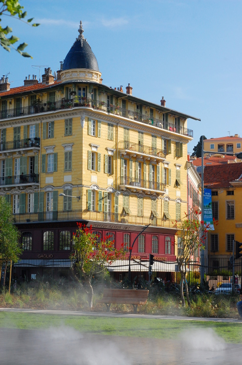 Vieux Nice behind the mist